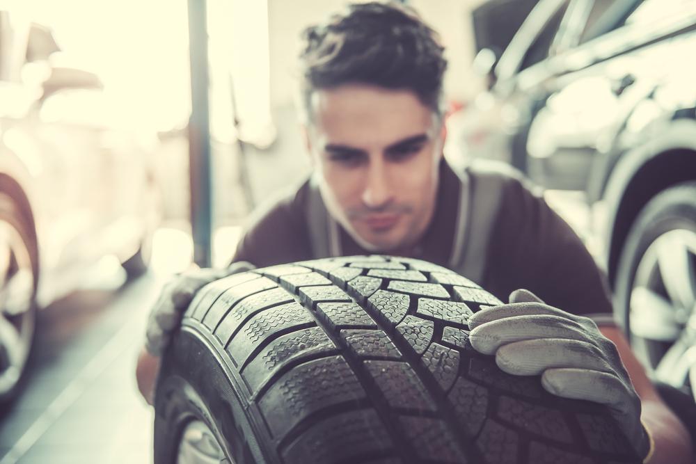 Vodiči pozor! Letné pneumatiky za zimné treba už vymeniť.