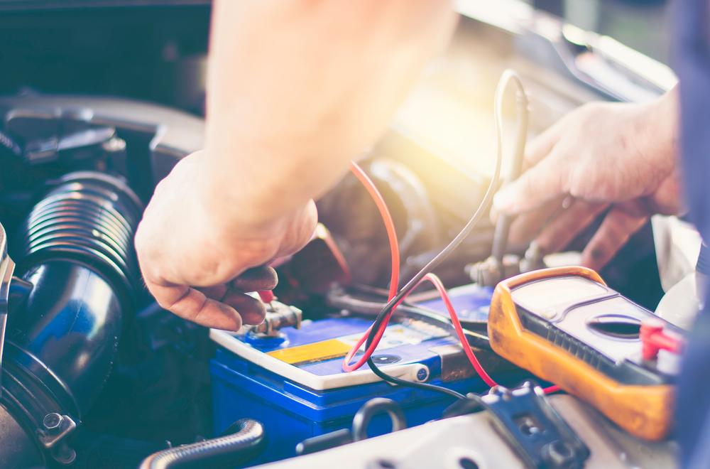 Autobatériu ničí zima, ale aj množstvo vodičov. Na čo si dávať pozor?